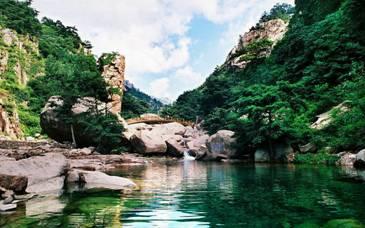 流清游览区是崂山风景区的南大门,由此北上可直抵崂山主峰——巨峰.